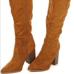 Heeled faux suede brown boots